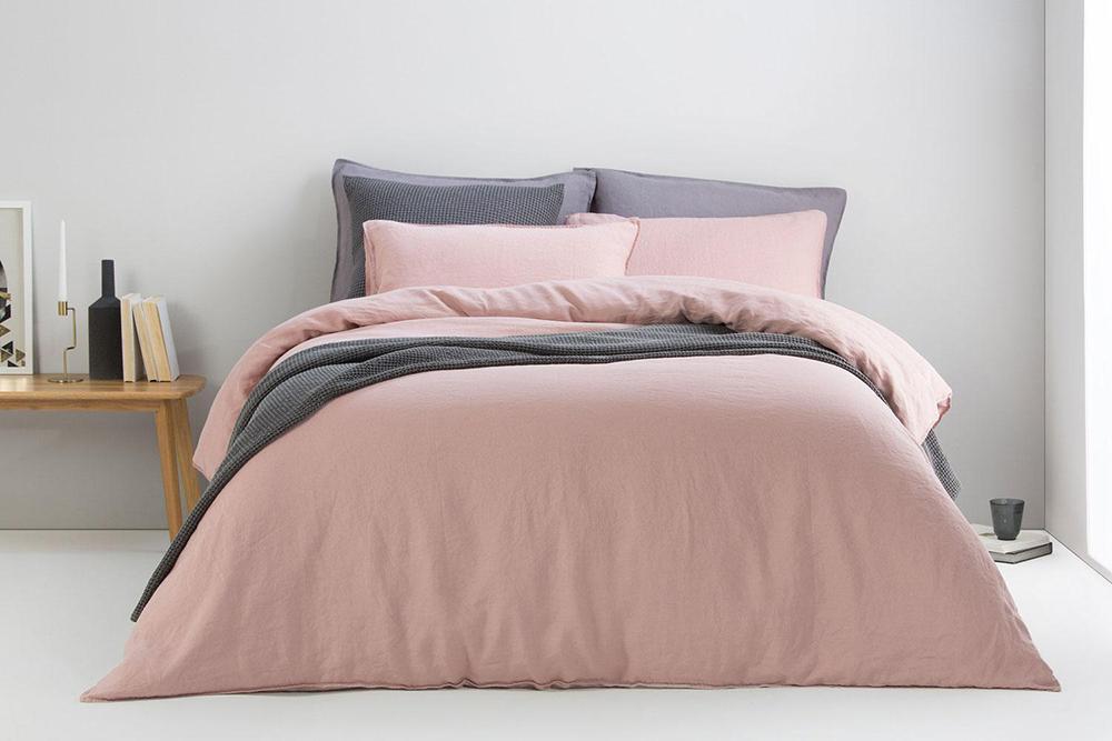 Как да освежите спалнята без да правите ремонт?